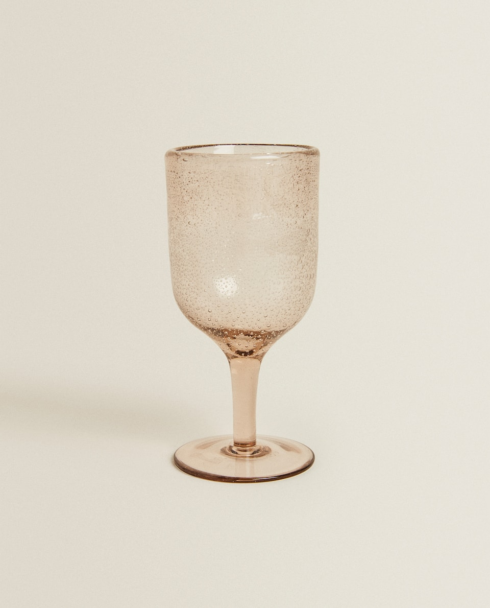 WINE GLASS WITH DROPS