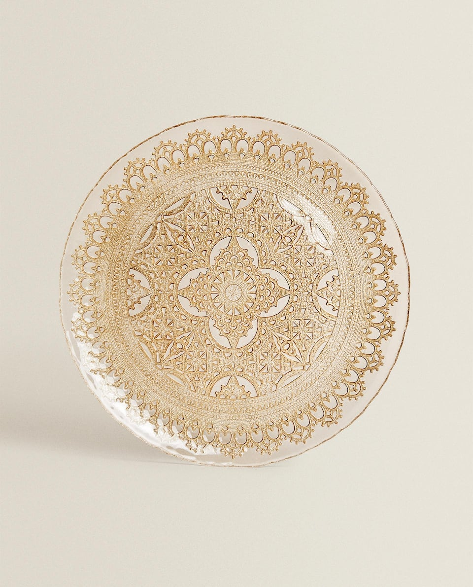 SERVICE PLATE WITH DECORATIVE RAISED DESIGN