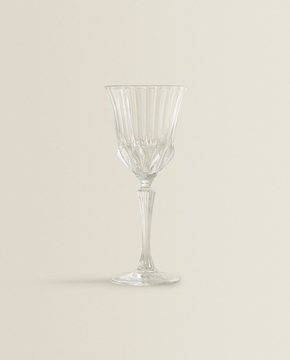 ENGRAVED CRYSTALLINE WINE GLASS