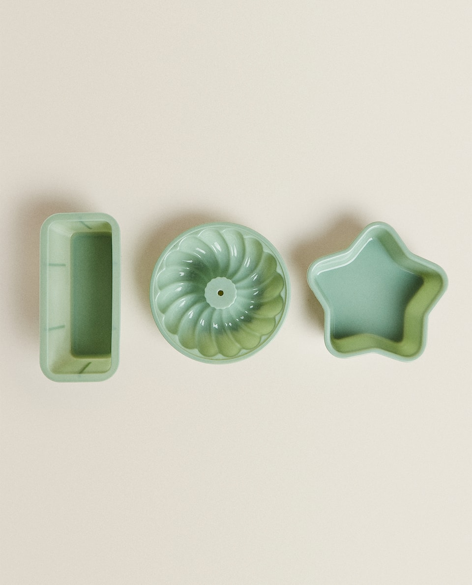 SET OF SILICONE BAKING MOULDS