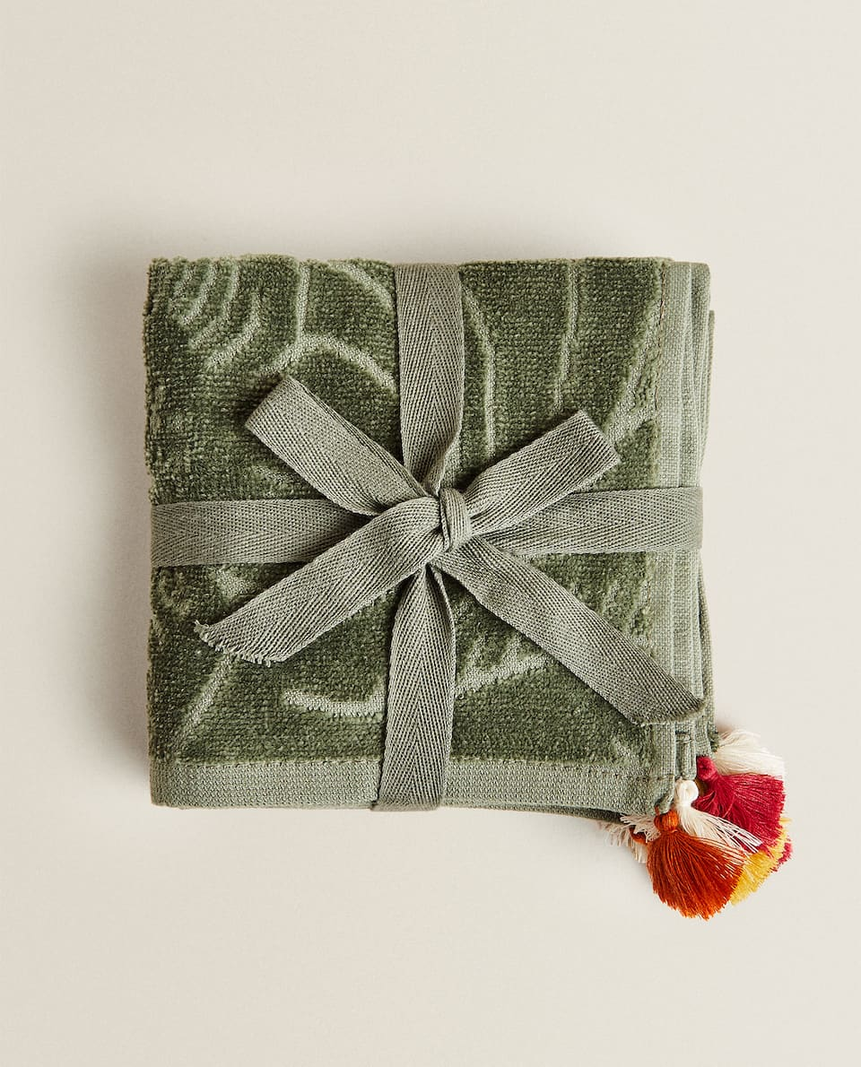 FLORAL TOWEL WITH TASSELS (PACK OF 3)