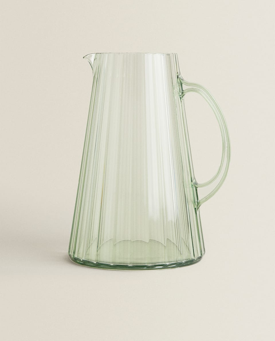 ACRYLIC JUG WITH LINES DESIGN