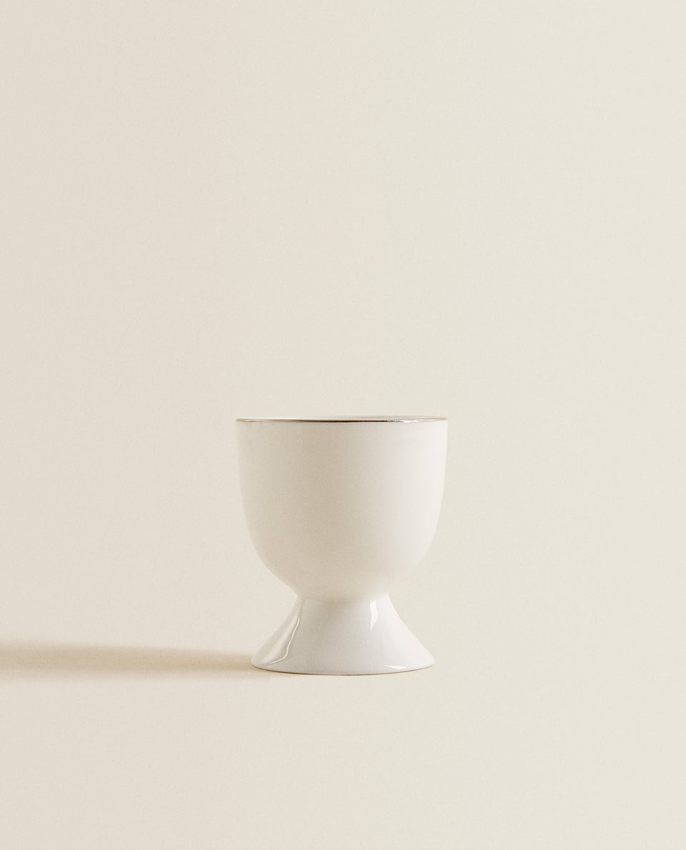 PORCELAIN EGG CUP WITH PLATINUM RIM