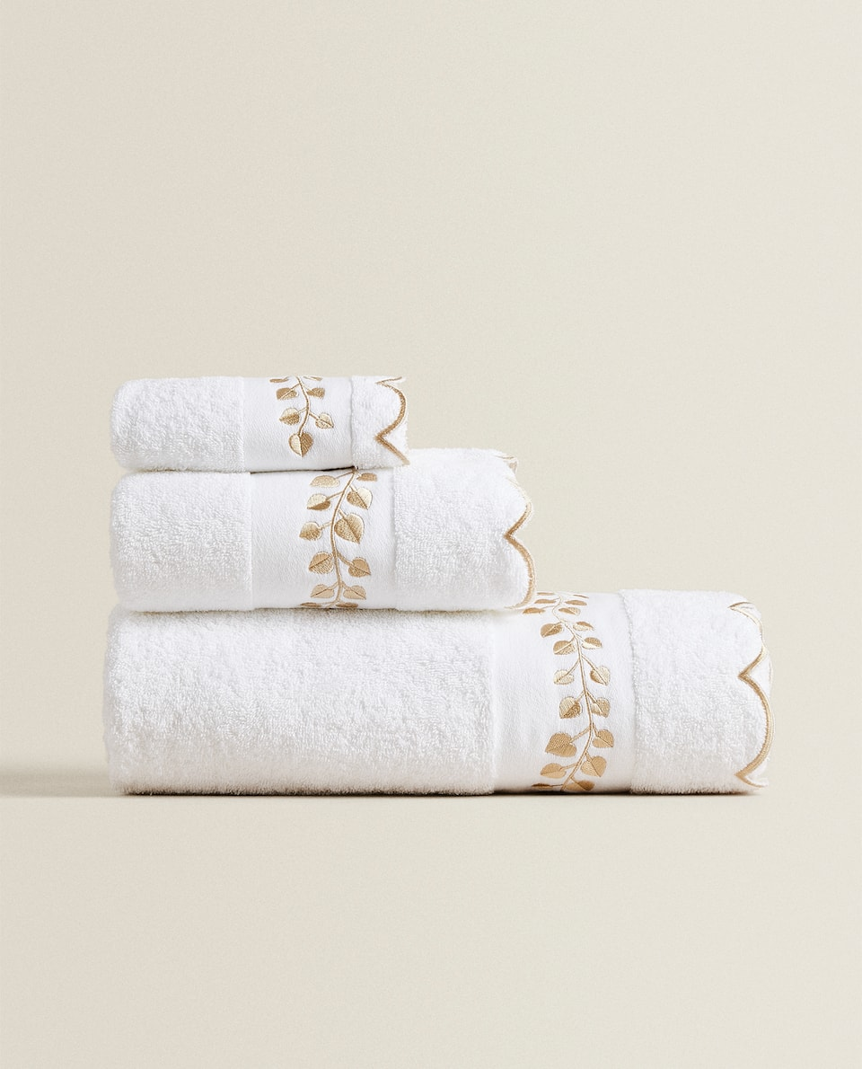 TOWEL WITH EMBROIDERED LEAVES