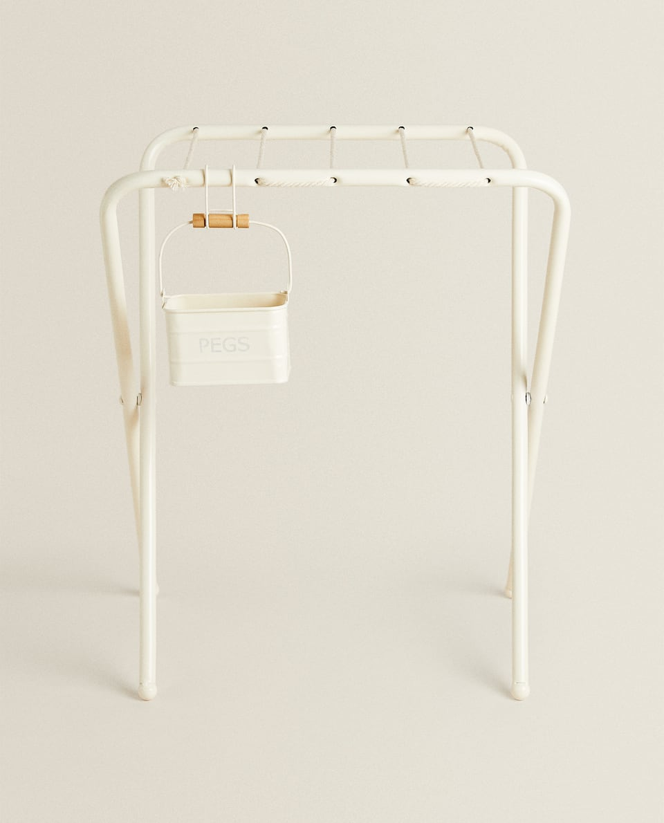 TOY METAL CLOTHES HORSE