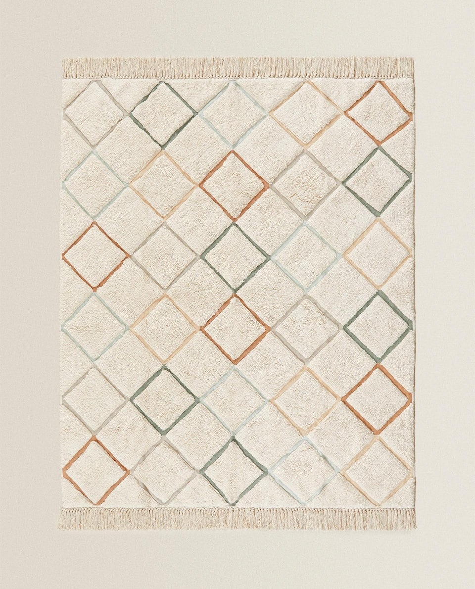 DIAMOND DESIGN RUG