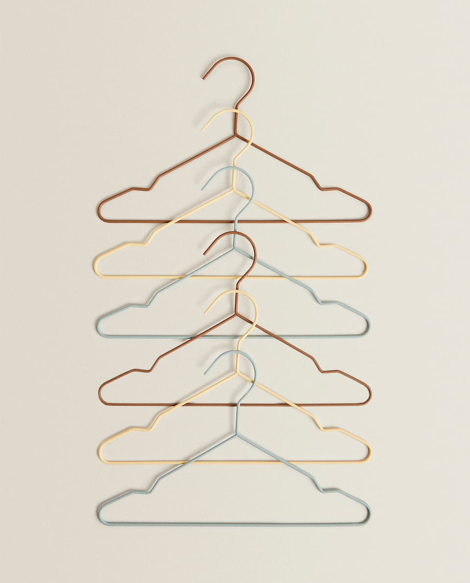 MULTICOLOURED HANGERS (PACK OF 6)