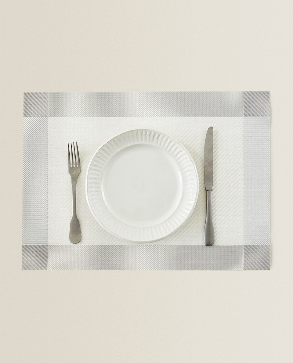 PLASTIC PLACEMAT WITH BORDER