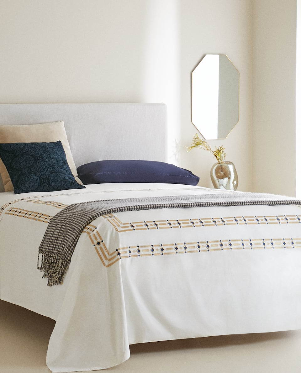 DUVET COVER WITH EMBROIDERED DIAMONDS