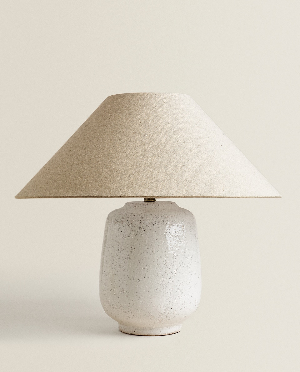 LAMP WITH CRACKLED BASE