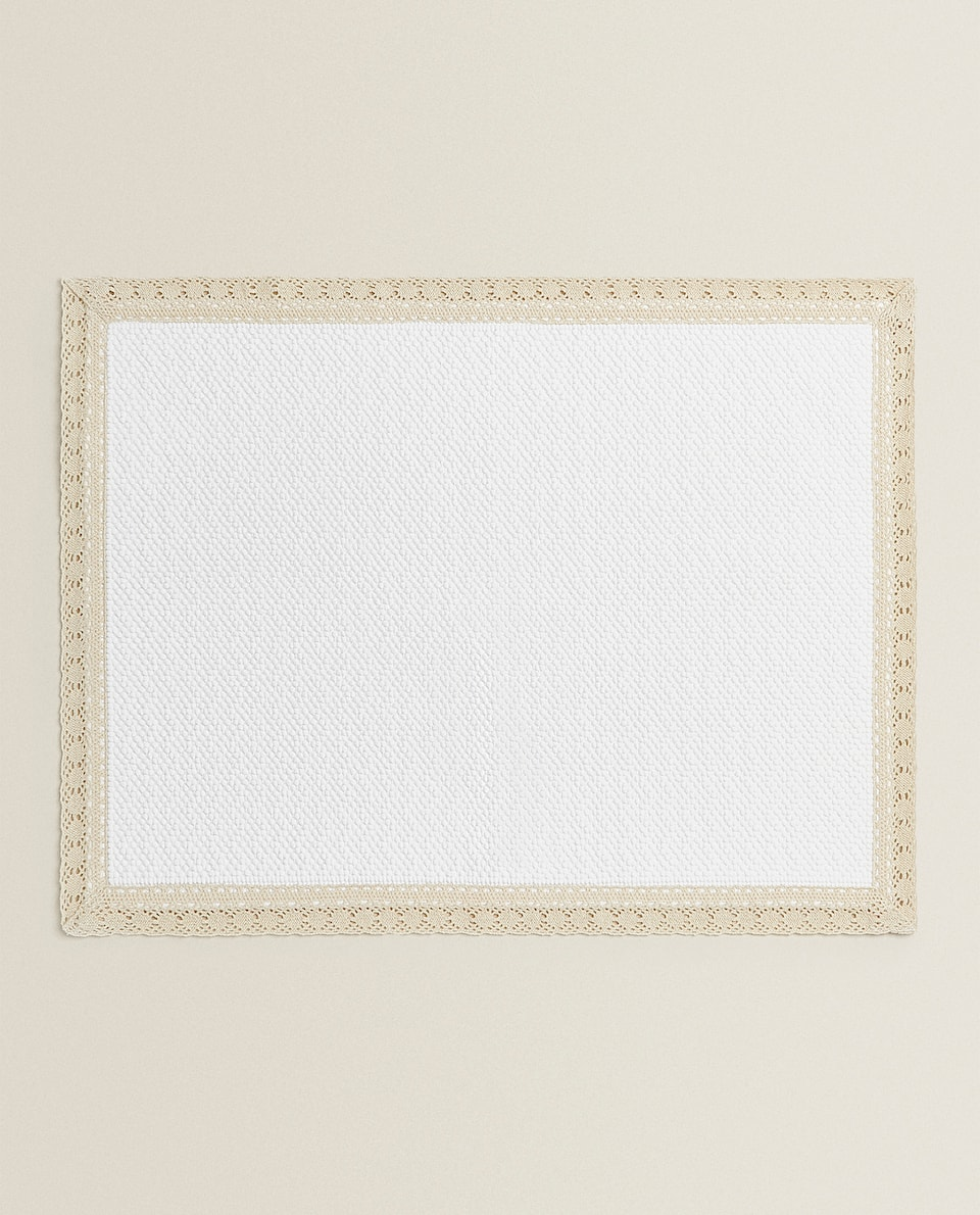 BATH MAT WITH LACE TRIM