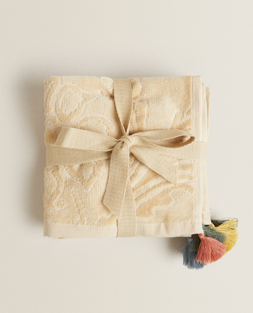 FLORAL JACQUARD TOWEL WITH TASSELS (PACK OF 3)