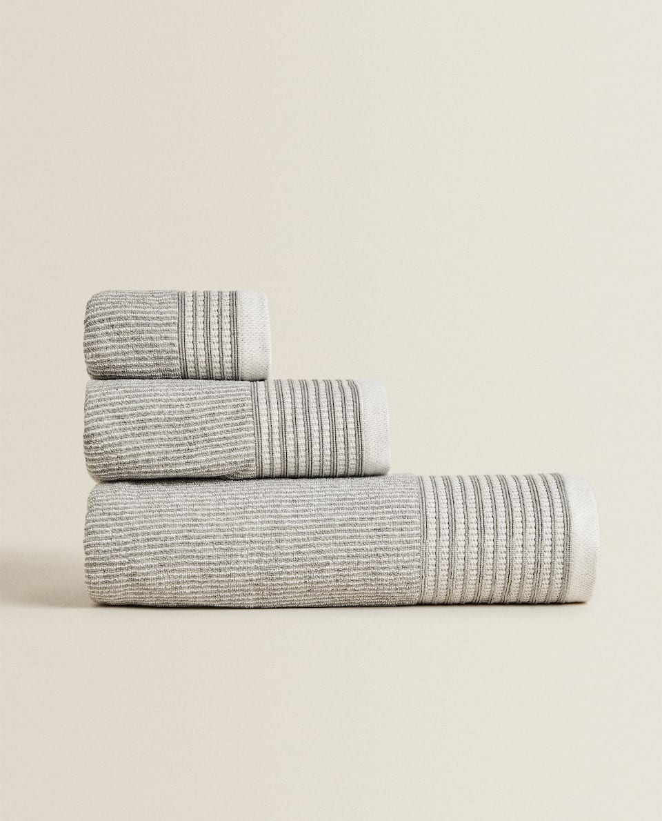COTTON TOWEL WITH STRIPED JACQUARD BAND