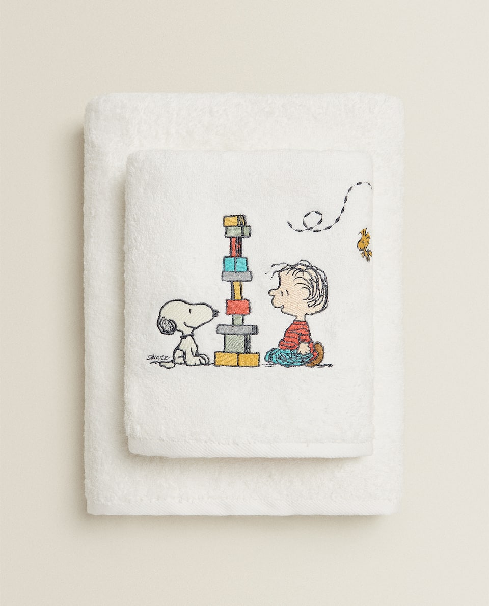 SNOOPY PLAYING COTTON TOWEL