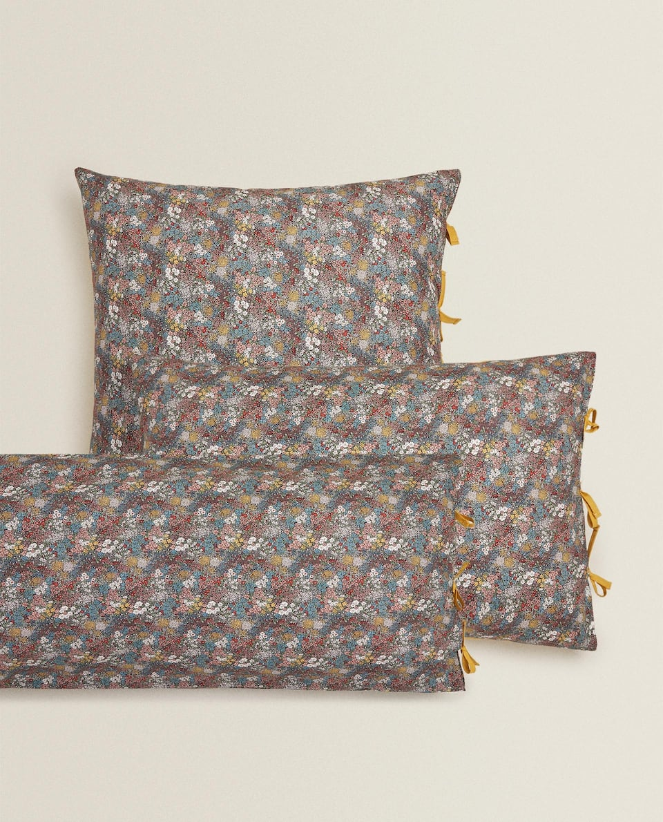 REVERSIBLE FLORAL PILLOWCASE WITH BOWS