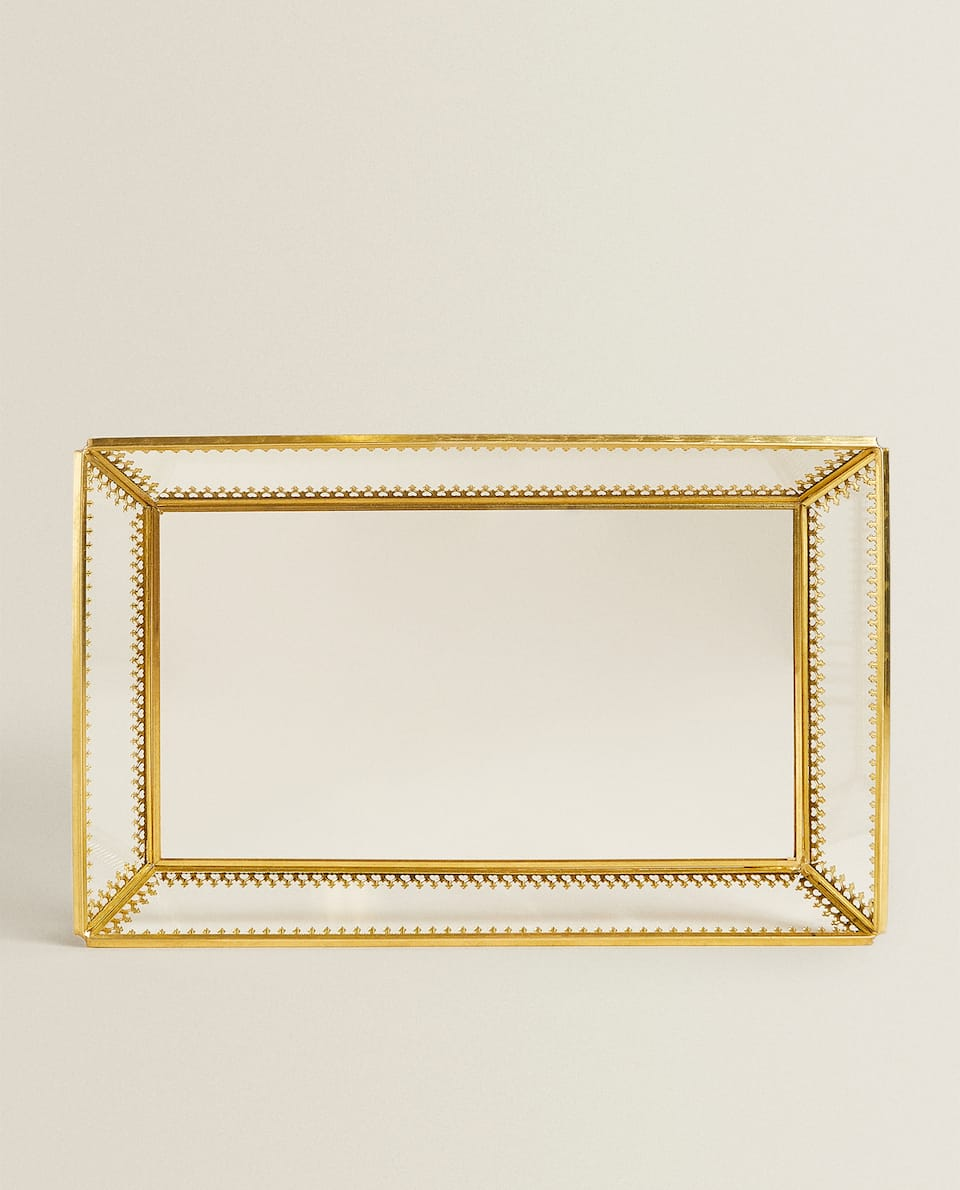 GLASS TRAY WITH GOLDEN DETAIL