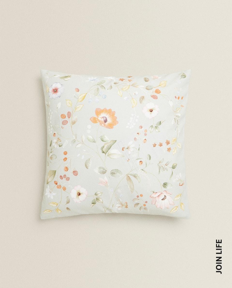 غلاف وسادة بطبعة أزهار