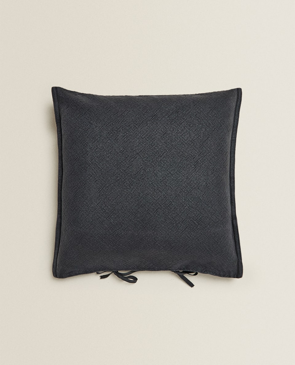 CUSHION COVER WITH BOWS