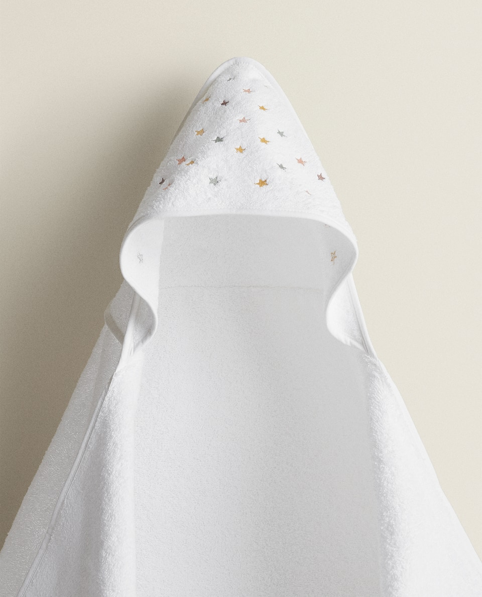 HOODED TOWEL WITH EMBROIDERED STARS