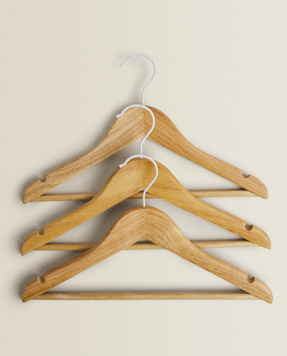 WOODEN HANGER (PACK OF 3)