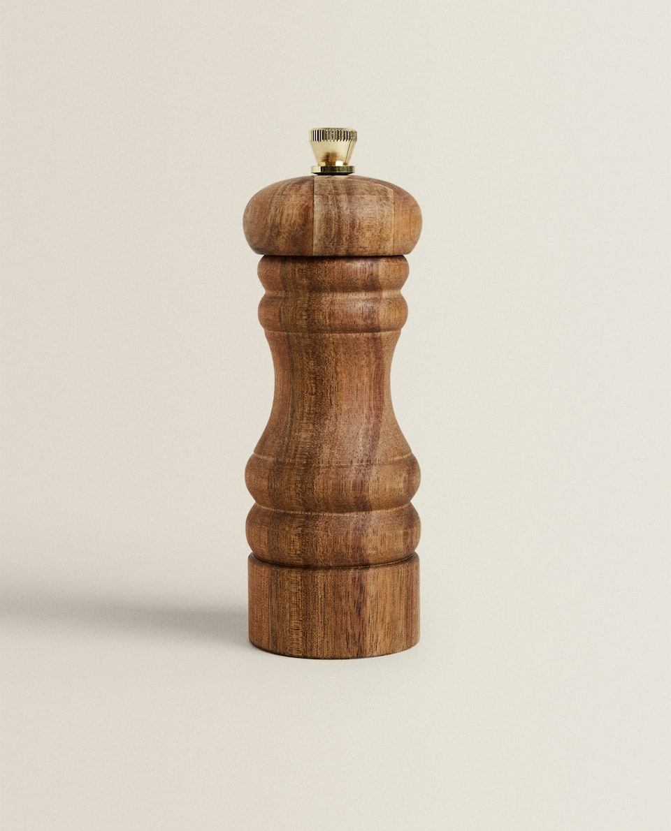 WOODEN PEPPER GRINDER