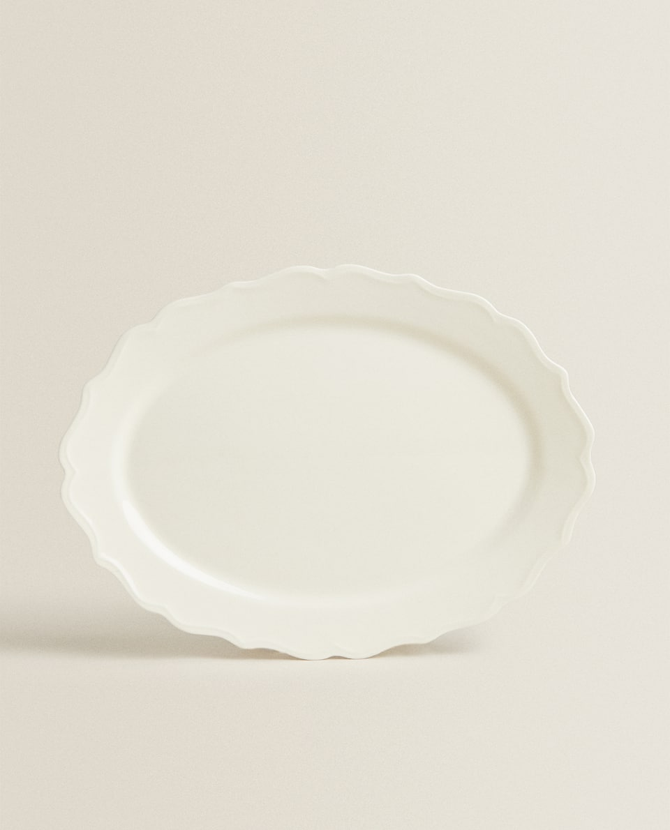 EARTHENWARE SERVING DISH WITH A RAISED-DESIGN EDGE