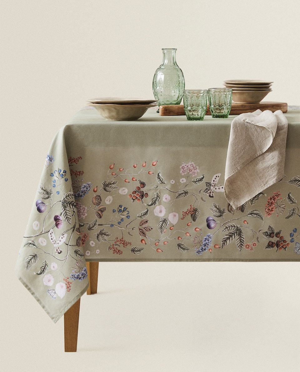 FLOWER AND BRANCH PRINT TABLECLOTH