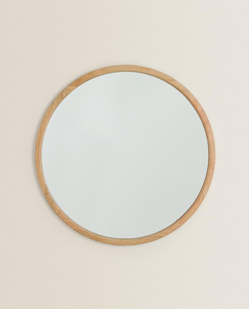 مرآة ذات إطار خشبي