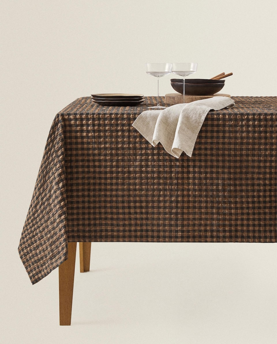 CHECKED TABLECLOTH