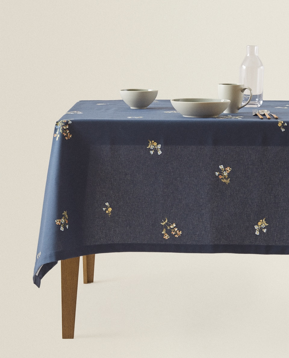 FLORAL TABLECLOTH