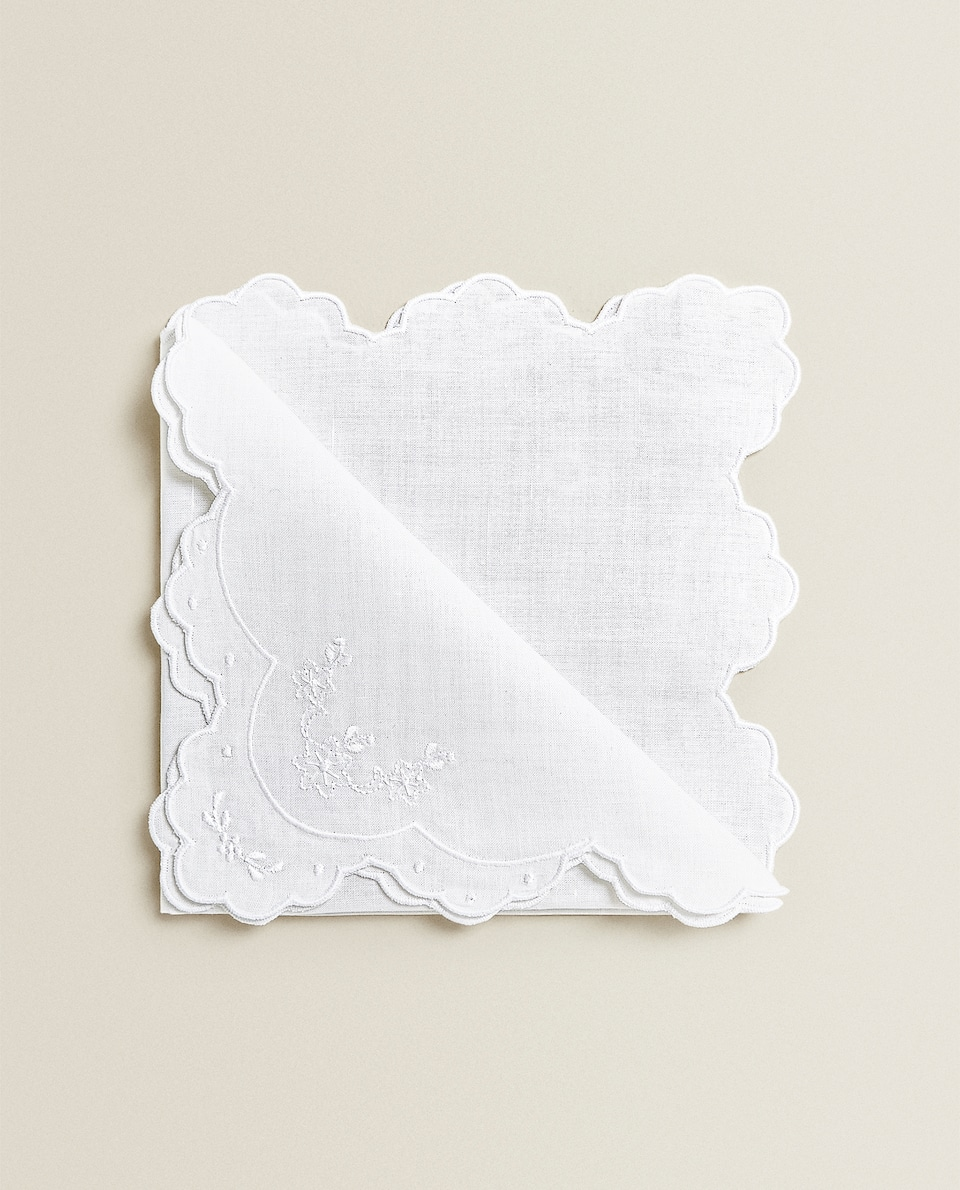 EMBROIDERED NAPKINS WITH SCALLOPED EDGE (PACK OF 2)