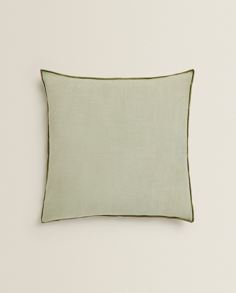 LINEN THROW PILLOW WITH OVERLOCKING