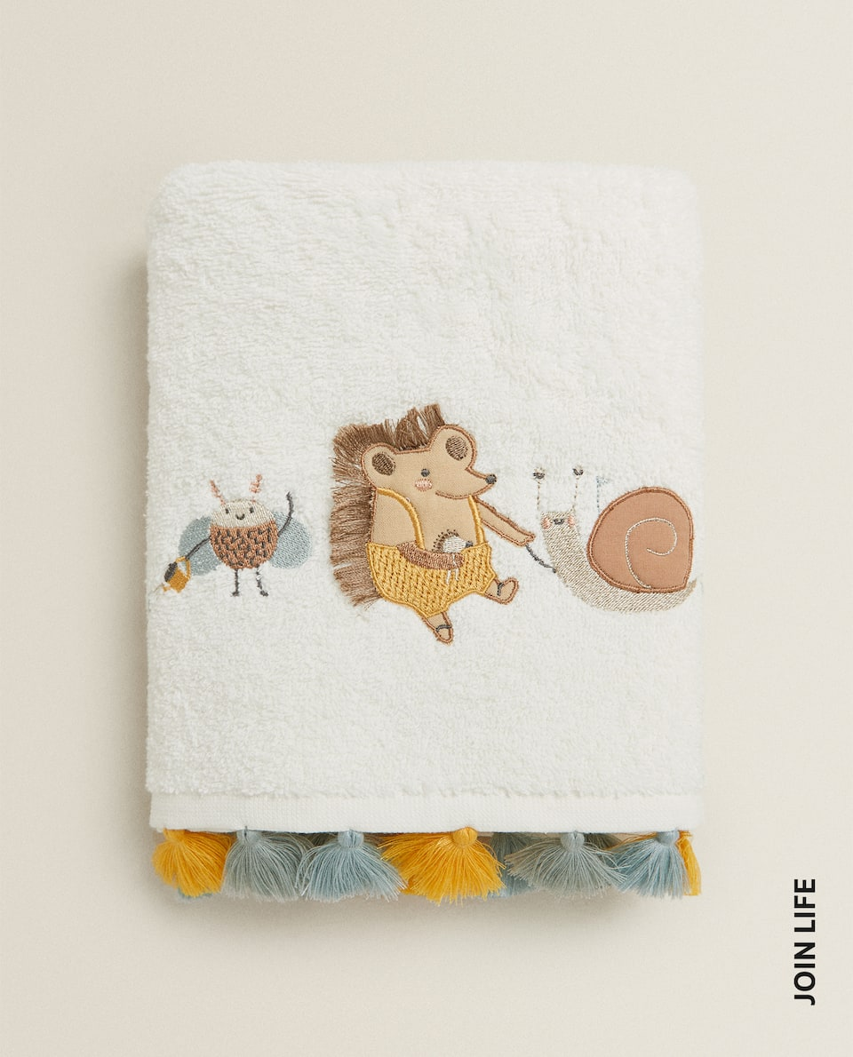 TOWEL WITH EMBROIDERED ANIMALS