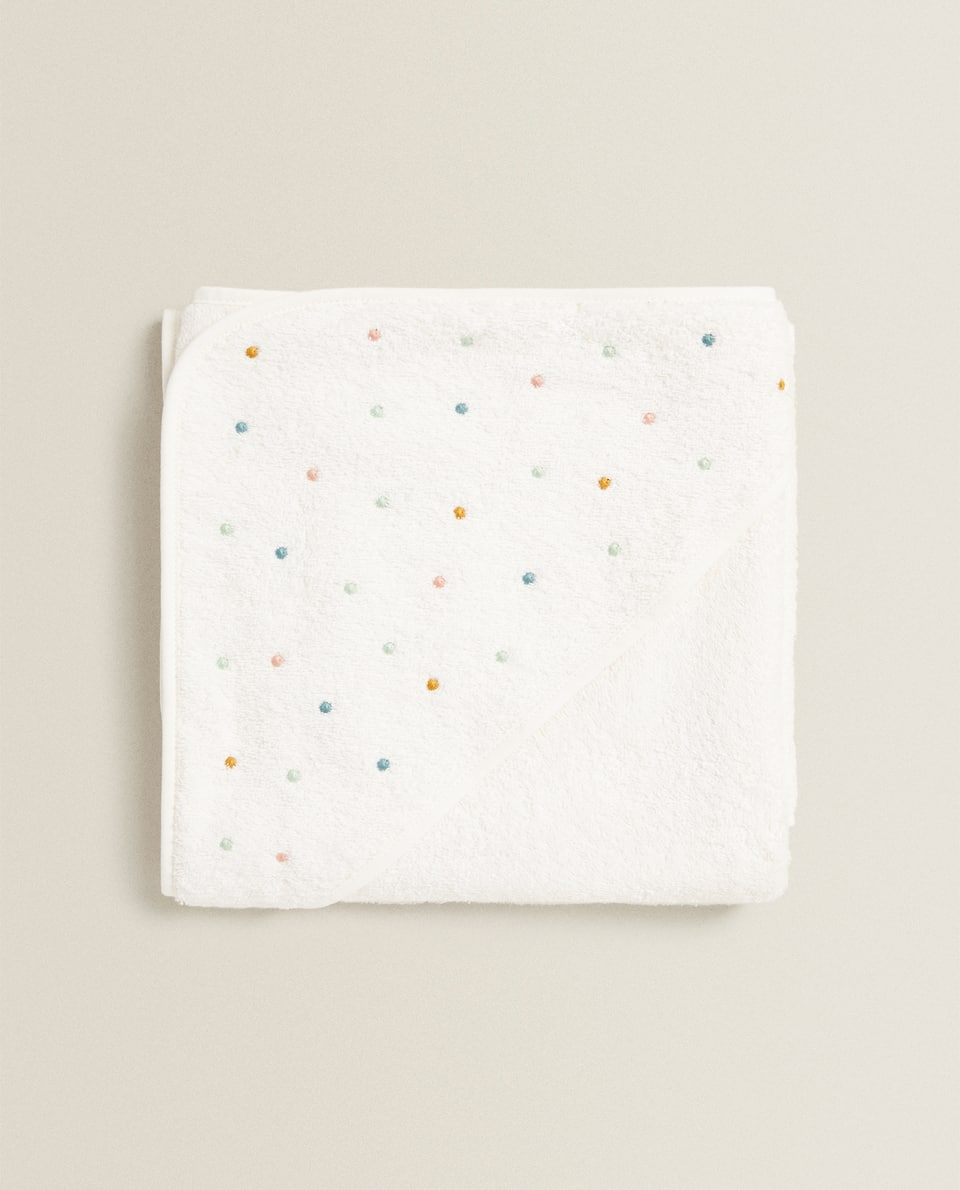 HOODED TOWEL WITH EMBROIDERED DOTS