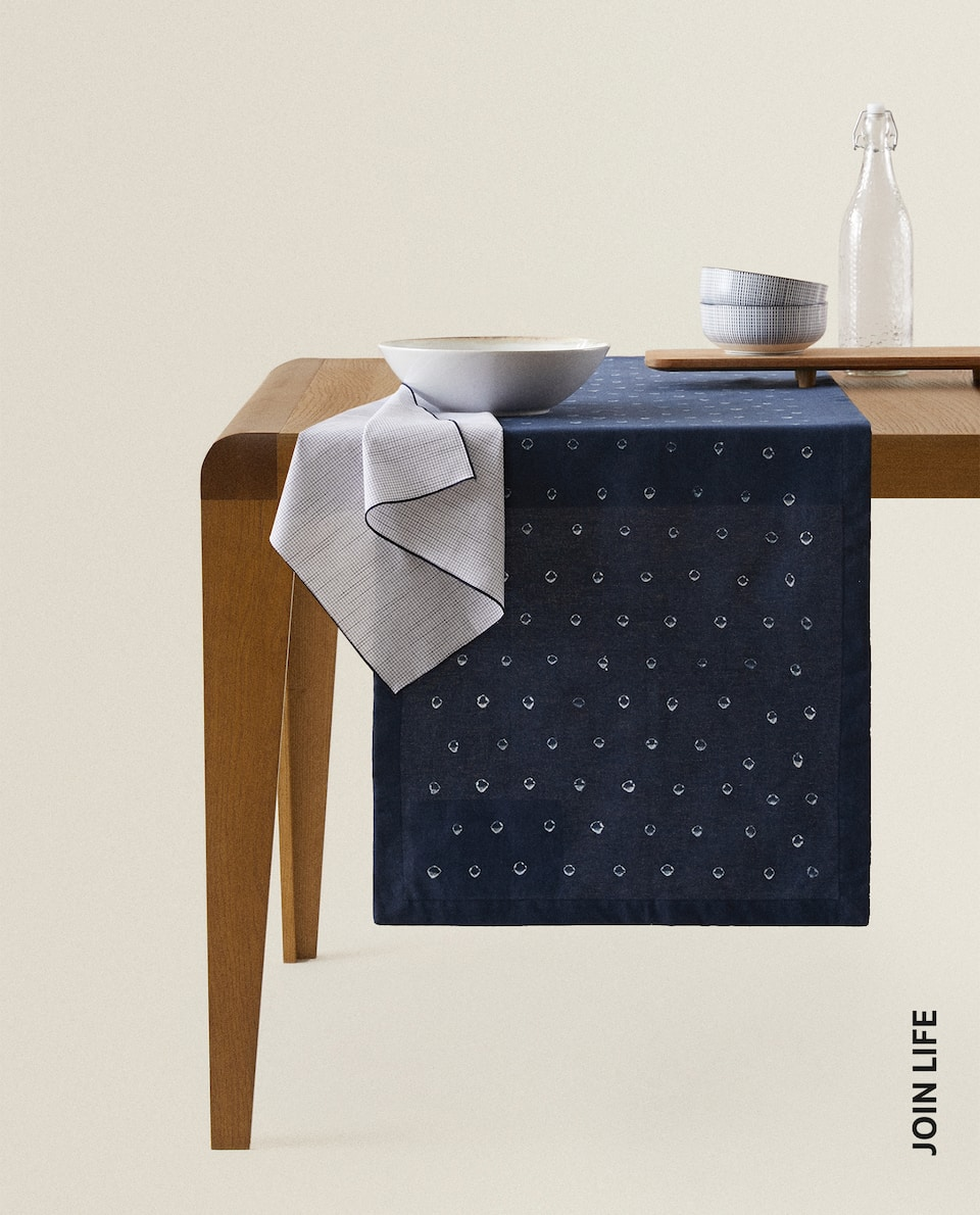 DOTTED TABLE RUNNER
