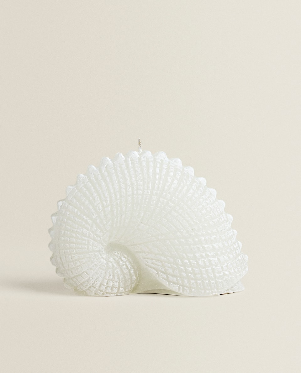 SEASHELL-SHAPED CANDLE