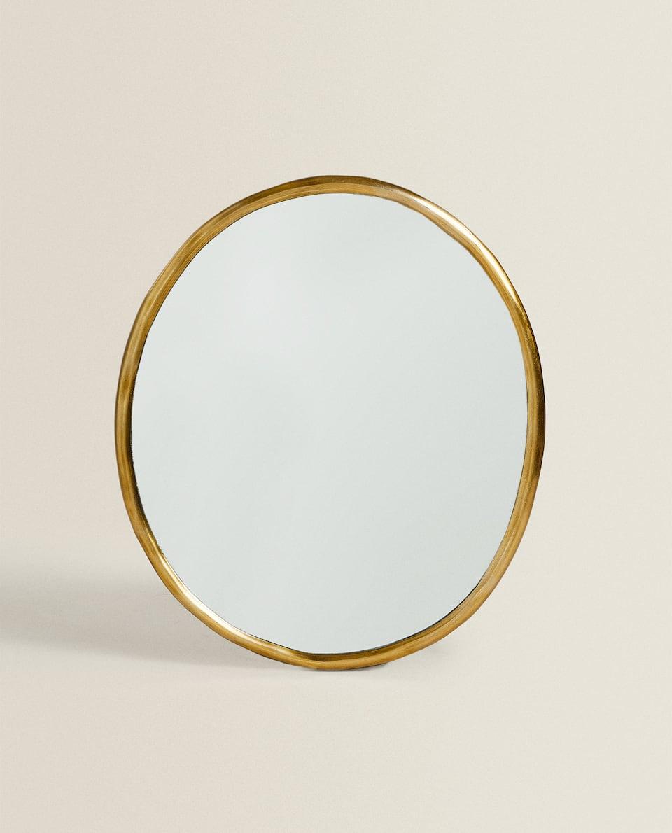 مرآة معدنية مستديرة