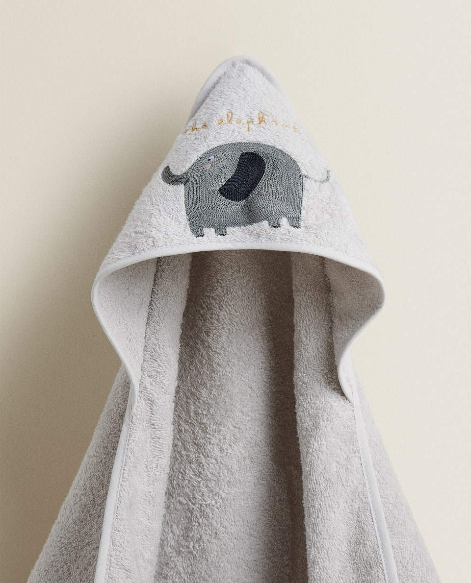 HOODED TOWEL WITH EMBROIDERED ELEPHANT