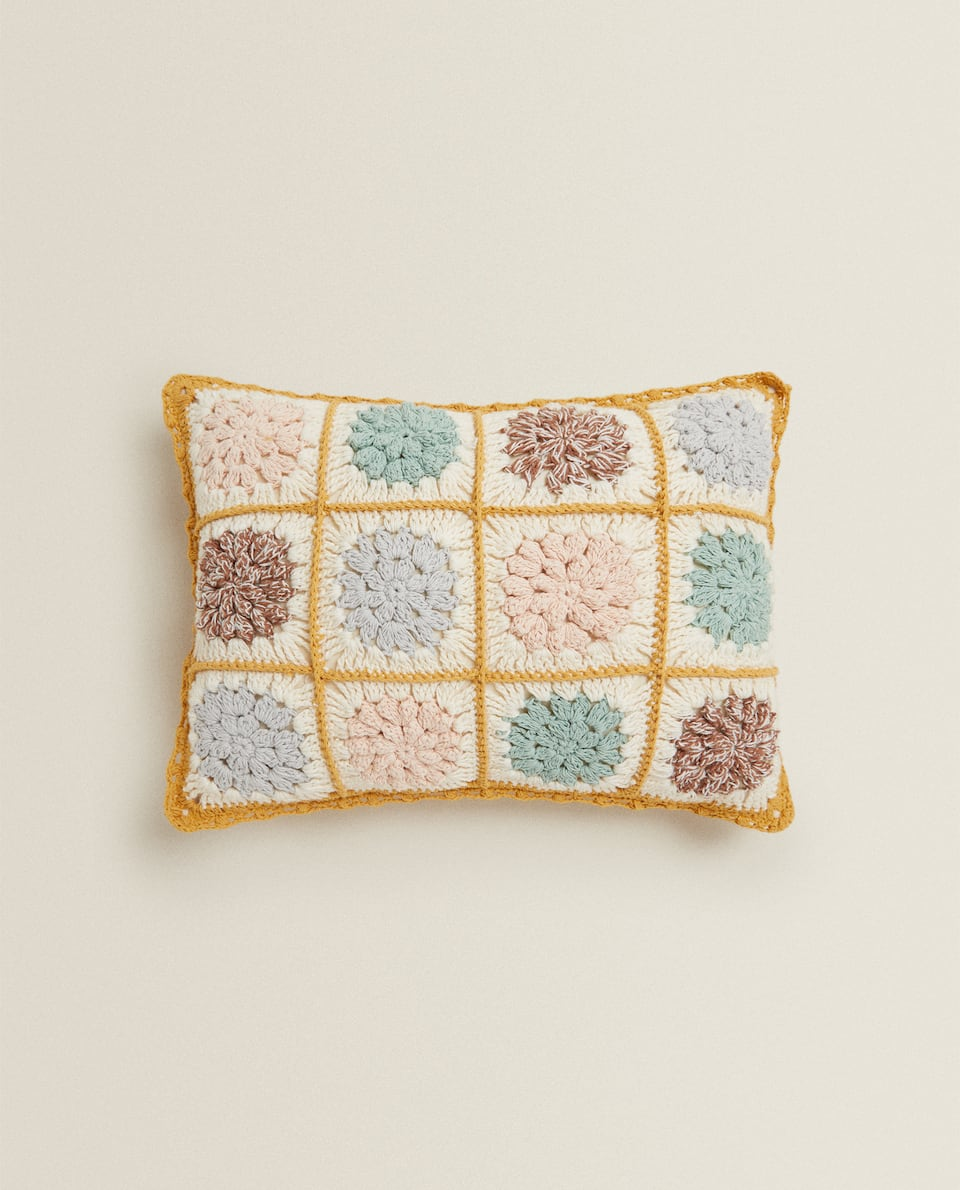 FLORAL CROCHET CUSHION COVER