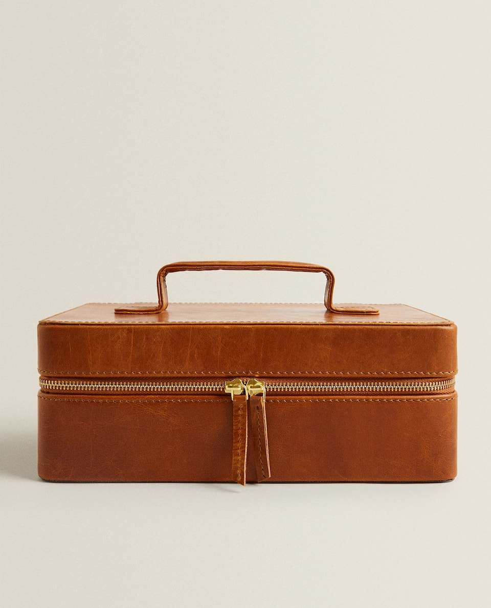 LEATHER CASE WITH COMPARTMENTS