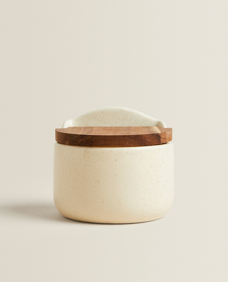 STONEWARE SALT SHAKER WITH LID